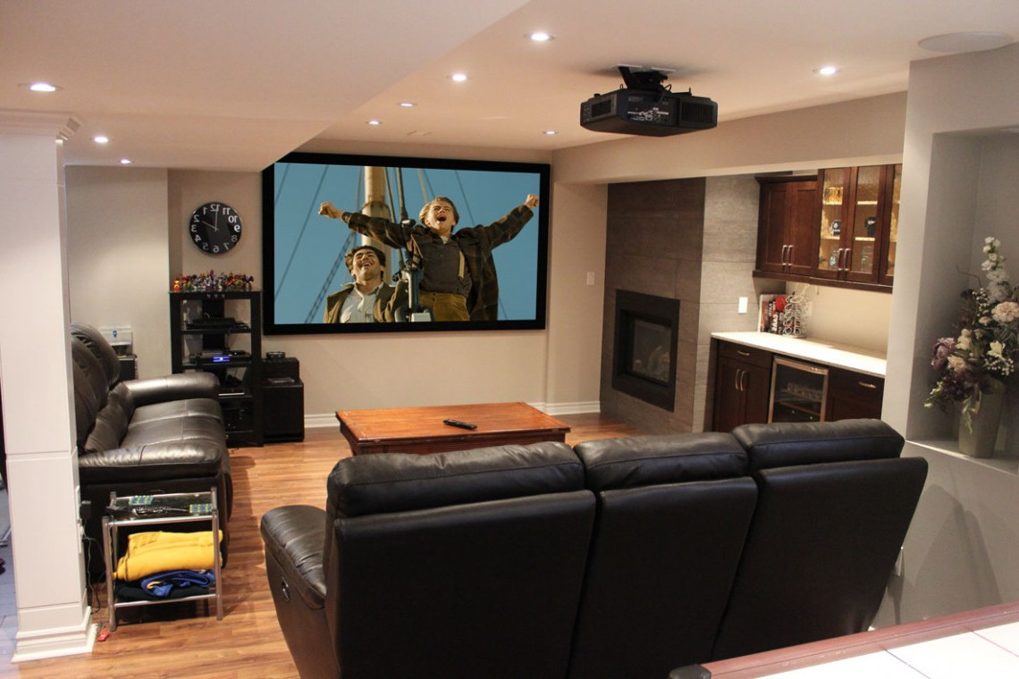 How to Decorate a Living Room for Awesome Living Room Theaters