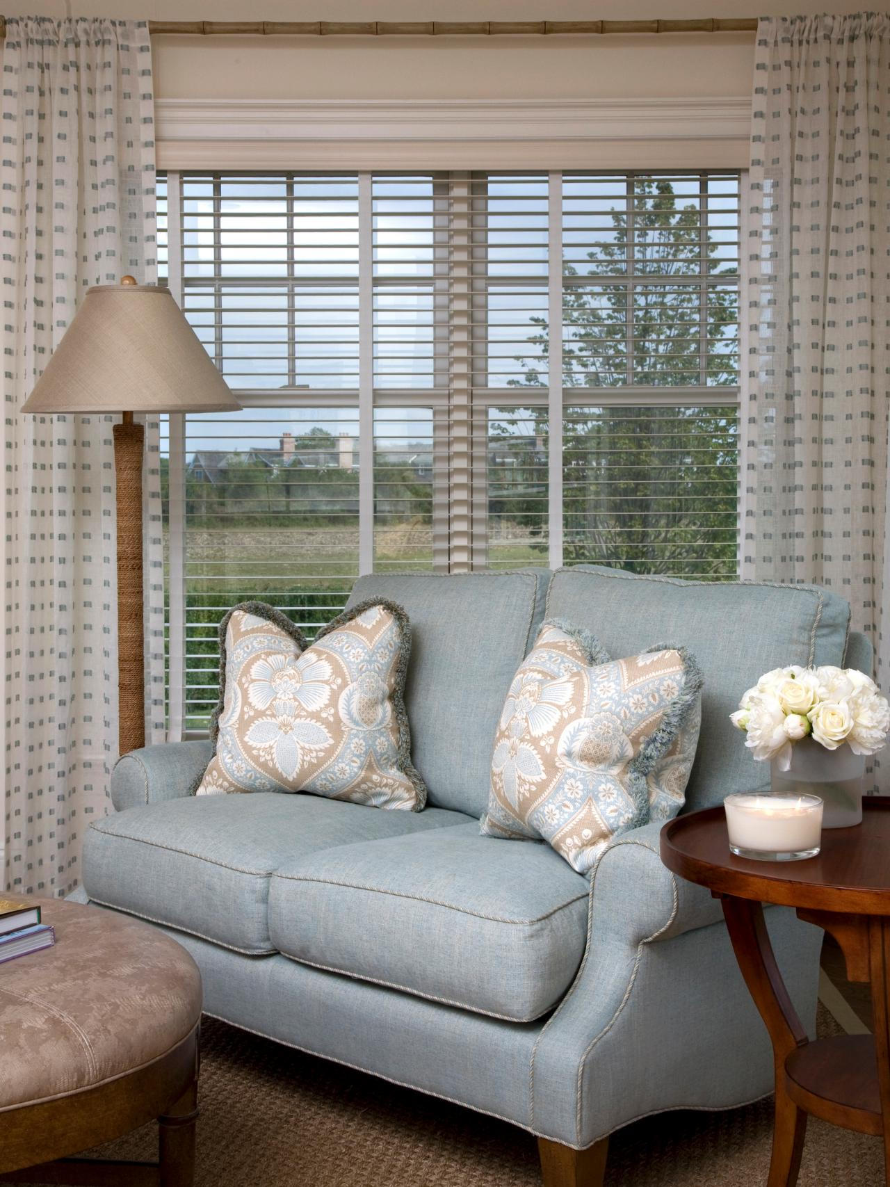 Living room window treatments ideas to decorate a living room for Contemporary window treatments for living room
