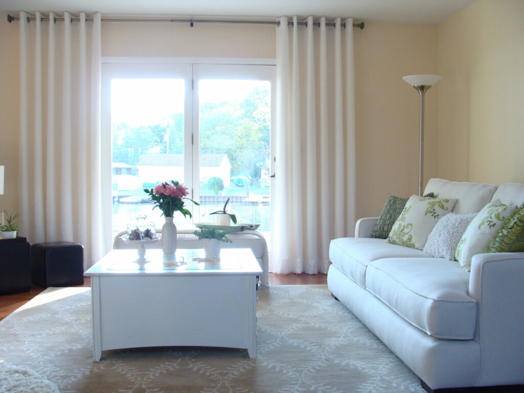 Modern living room ideas window treatments patio doors for Living room picture window ideas
