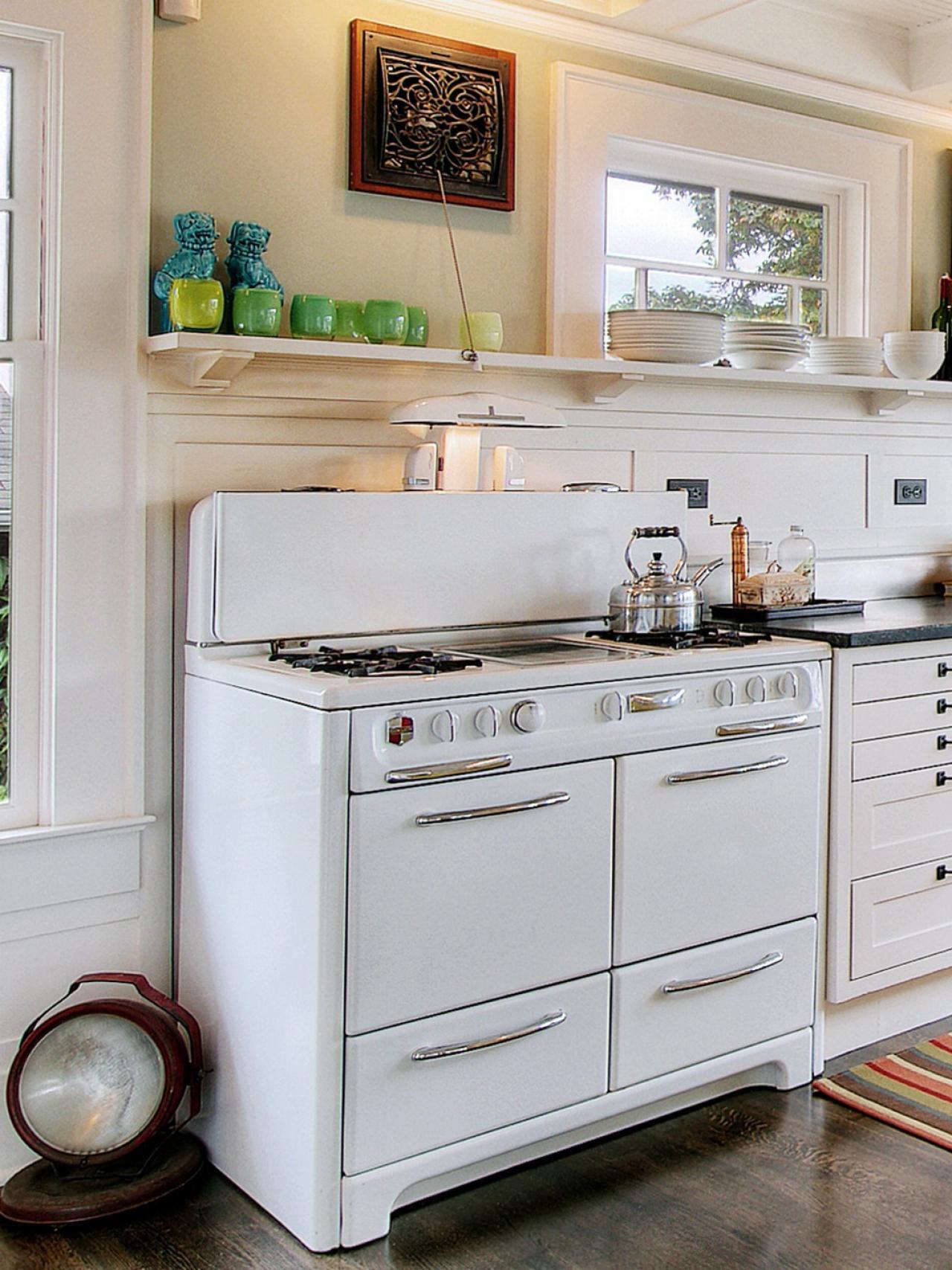 Older Home Kitchen Remodeling Ideas White Kitchen Themes | Raysa House
