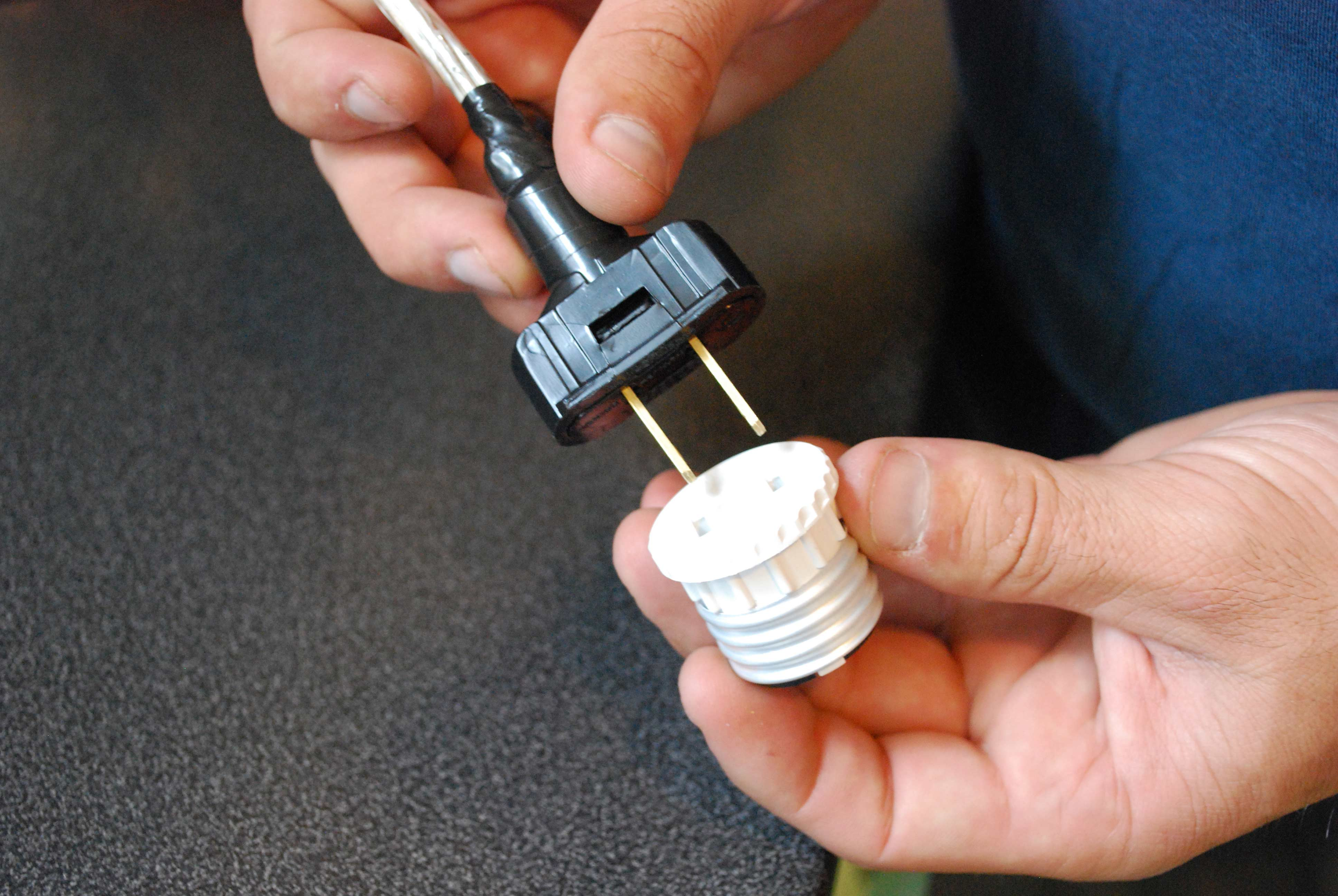 pendant lights that screw into socket installations