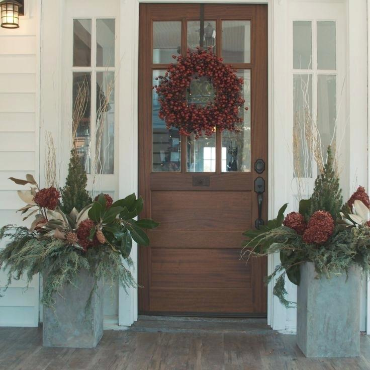 Winter Mantel and Shelf Decorating Ifront-door-decorations-for-winter-spray-paint-natural-materials-for-decor-front-door-winter-ideas