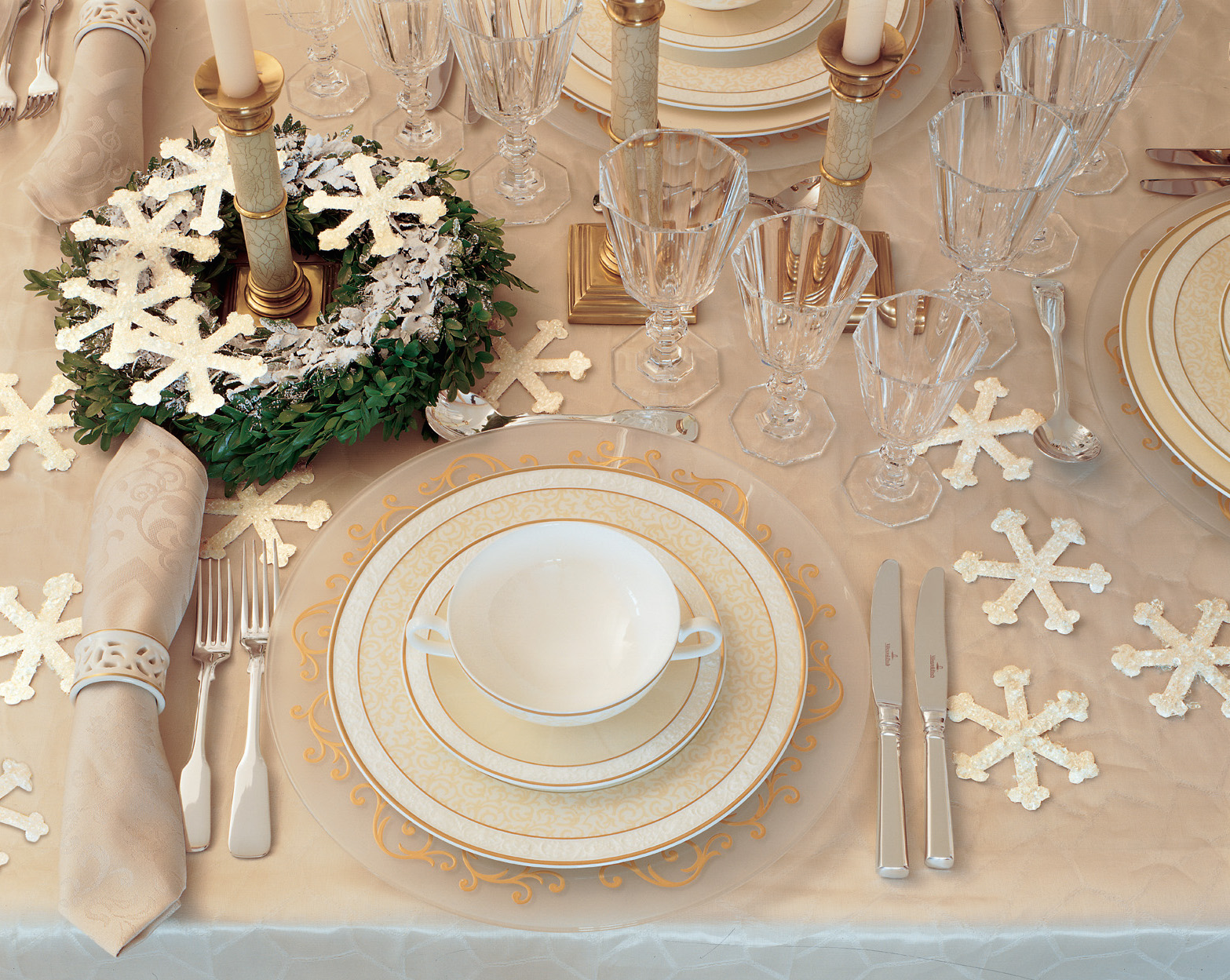 Winter Tablescape and Centerpieces Decorations Ideas-impressive-idea-christmas-wedding-decoration-ideas