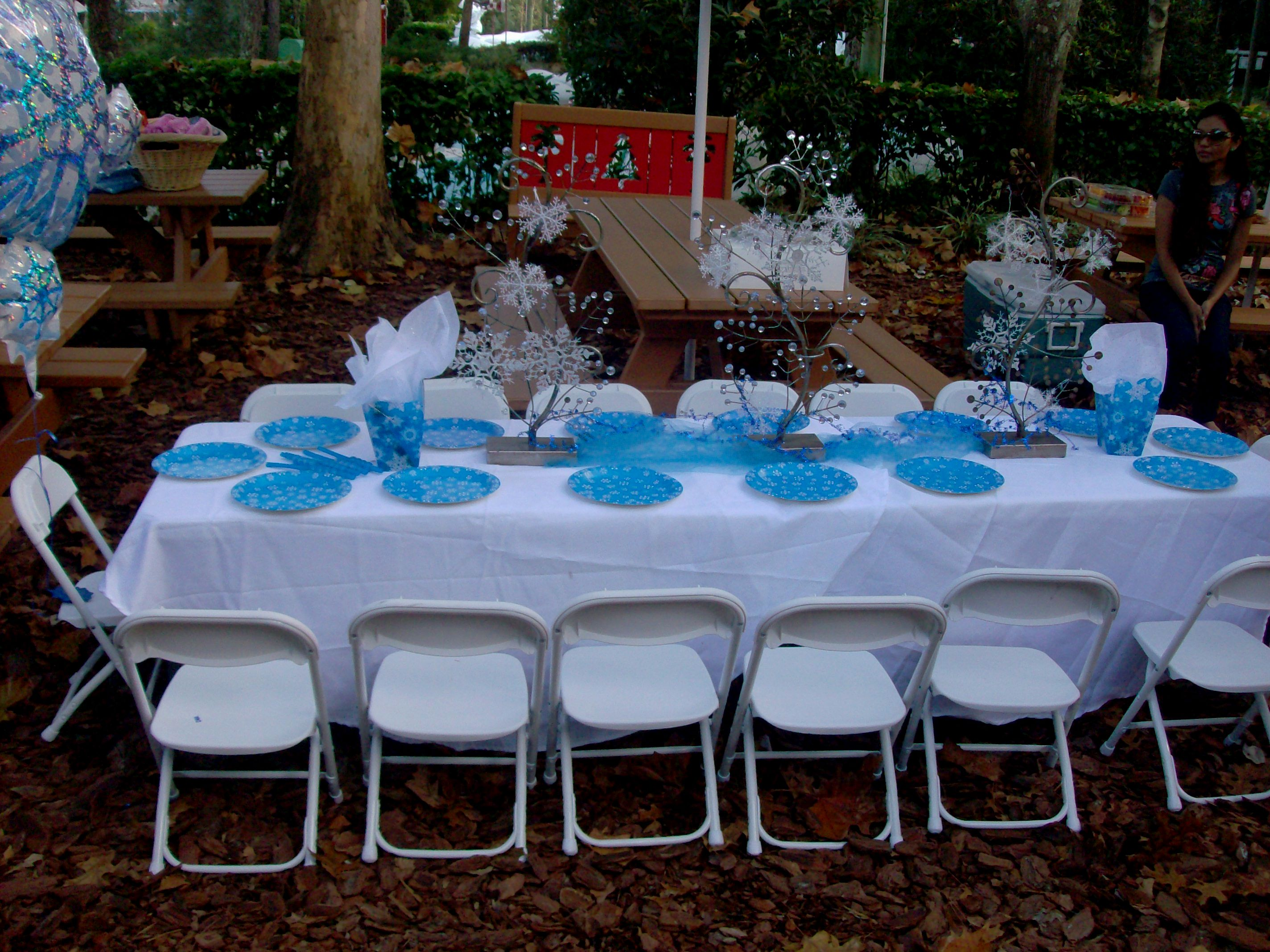 Winter Tablescape and Centerpieces Decorations Ideas-interior-design-creative-winter-themed-table-decorations