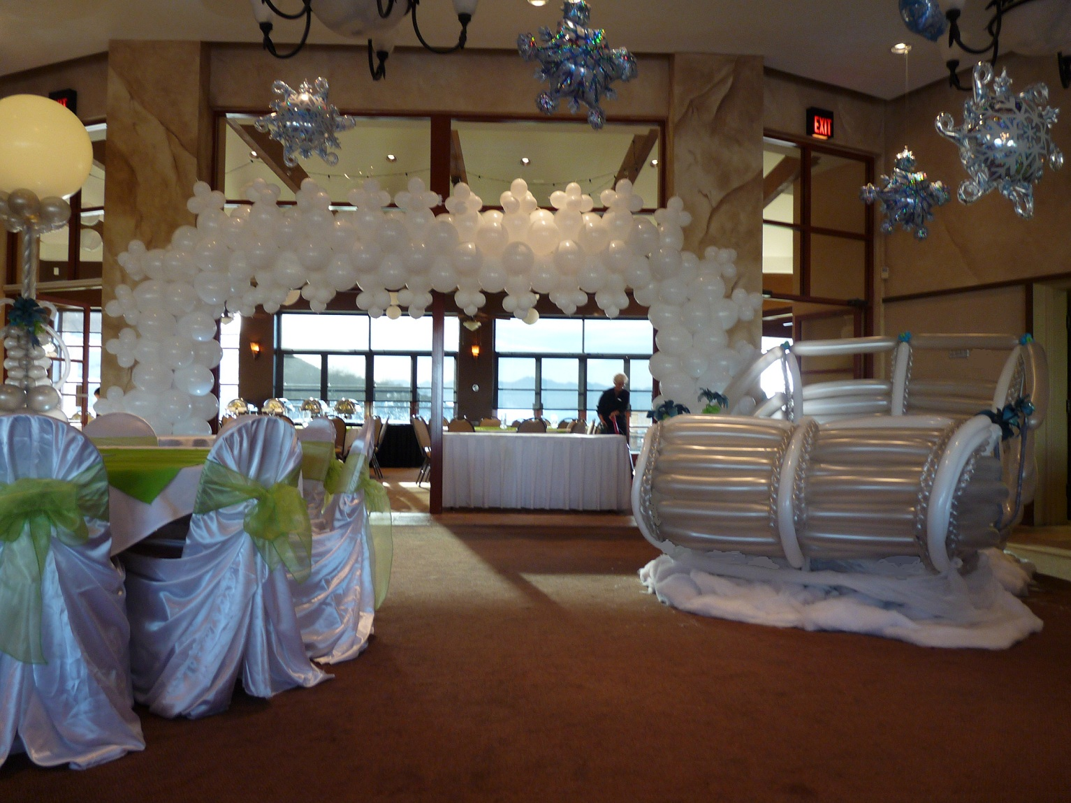 Winter Themed Wedding Ideas-winter-wonderland-balloon-decorations
