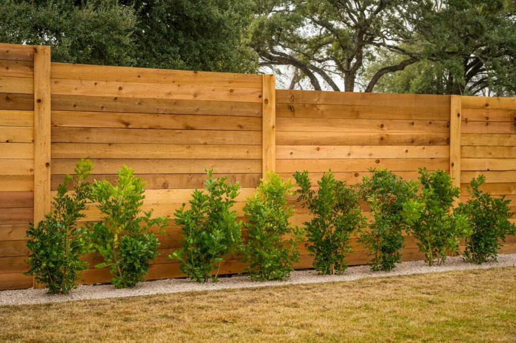 5 Mid Century Modern Fence Ideas To Complete Your House Look | Raysa House
