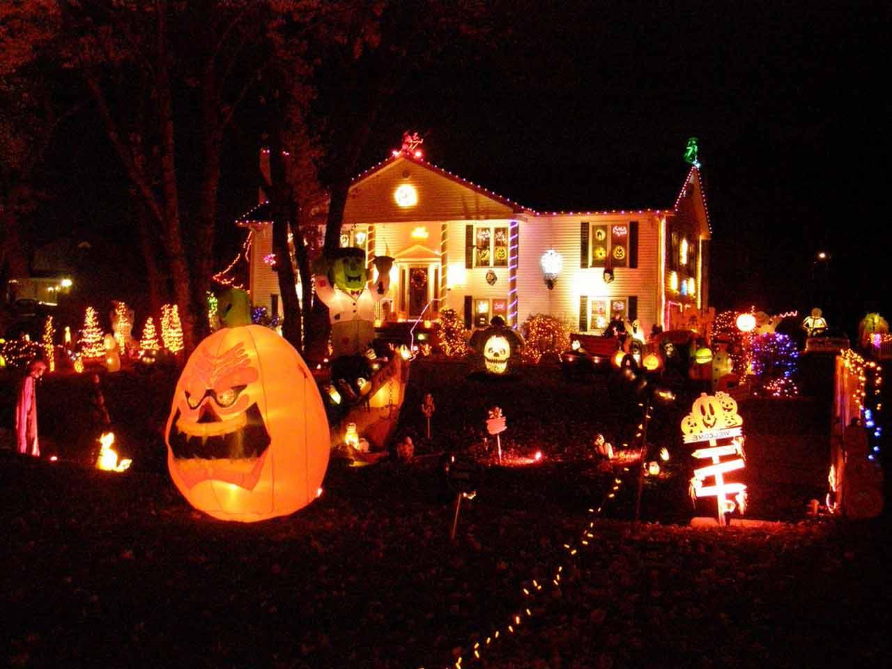 scariest halloween decorations ever-halloween-house