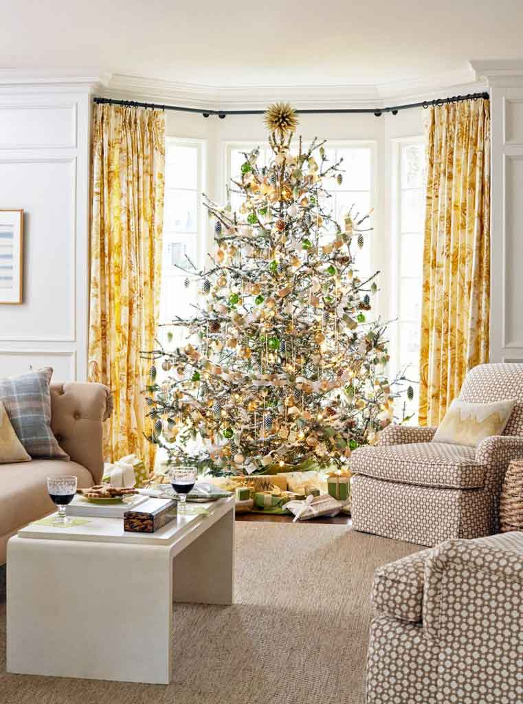 Stunning Christmas Tree Theme Decorations Ideas That You Should Try ASAP | Raysa House