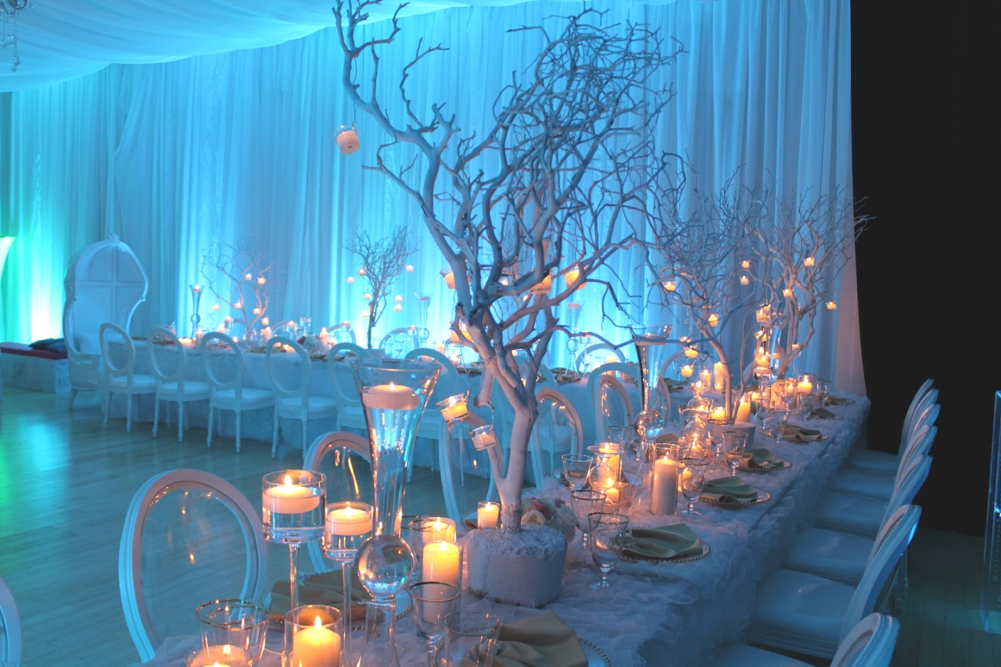 winter themed decorations | 35 Cool Winter Wonderland Table Decorations Table Decorating Ideas ..